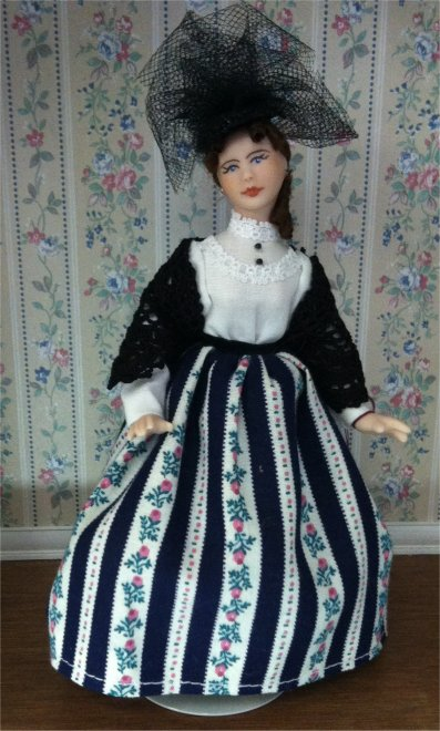 Dollhouse Women In One Inch Scale From Fingertip Fantasies